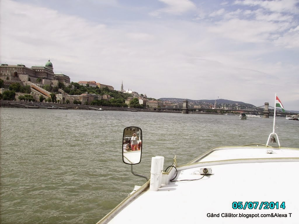 Danube in Budapest & Royal Palace on the left side with the Old Bridge over Danube waters. Salutări/ Greetings. . At 250km far from Oradea.