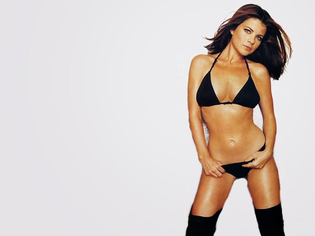 Alyssa Milano In Bikini 82