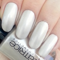 http://blog.jahlove.de/2015/02/nails-catrice-79-bride-takes-it-all.html