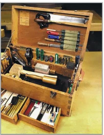 Muitas vezes Ah! E se falando em madeira: Caixa + lista de ferramenta para  HQ81