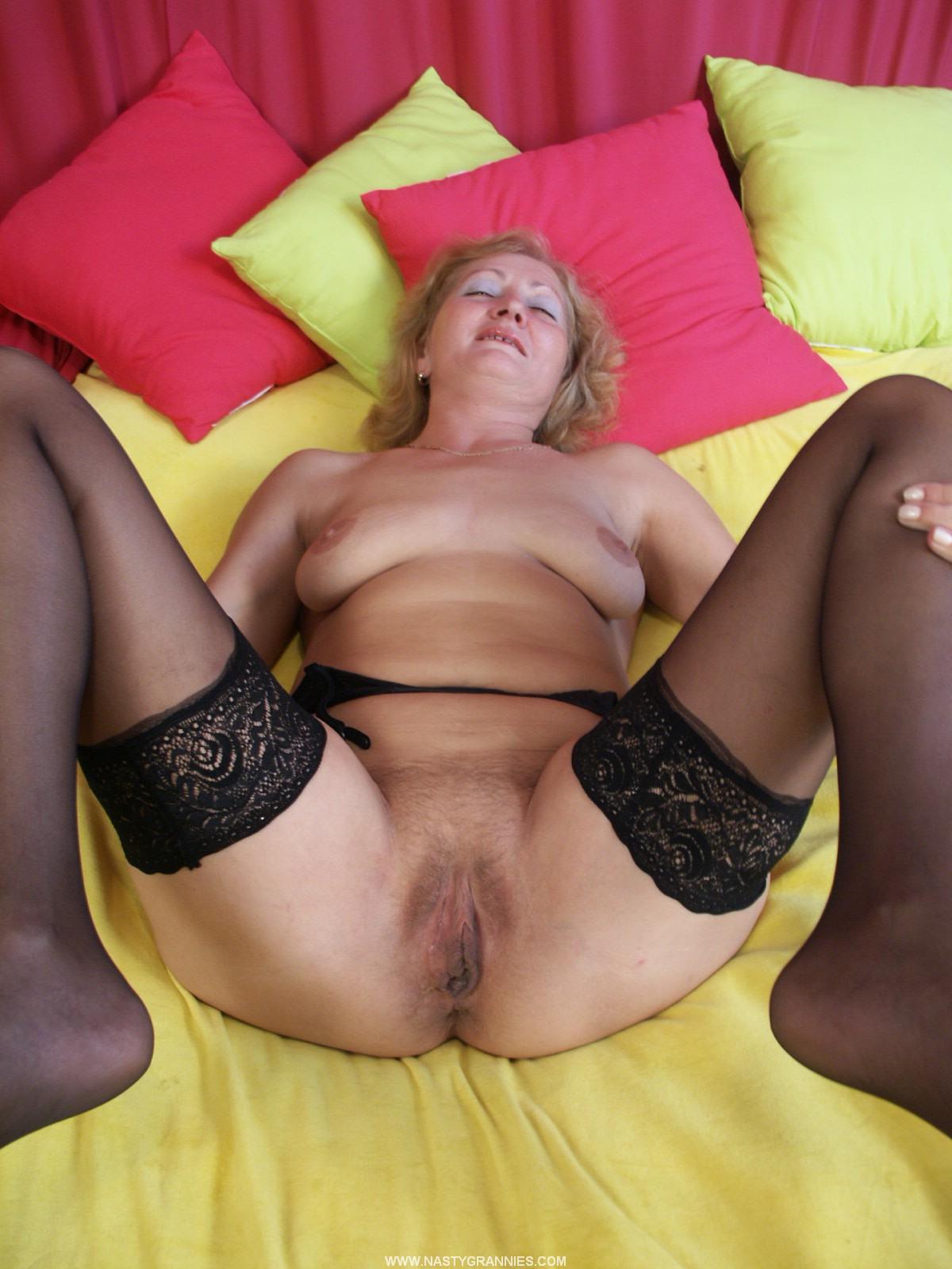Фото больших половых губ у зрелых женщин 6 фотография