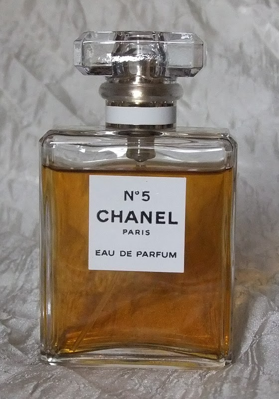 gretalrabbit writes review chanel no5 eau de parfum. Black Bedroom Furniture Sets. Home Design Ideas