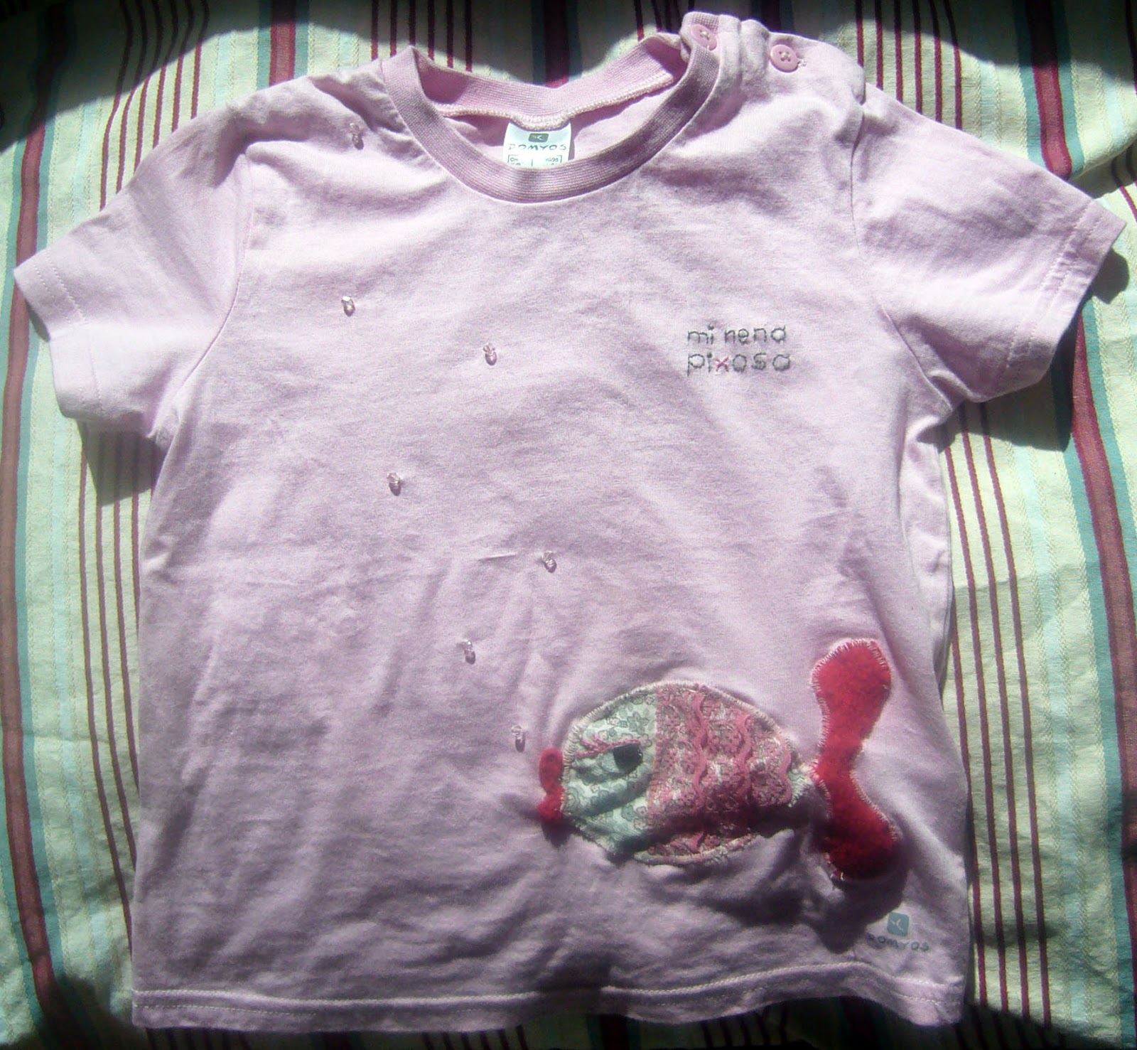 camiseta con pez burbujeante
