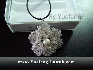Ide_dari_bunga_kamboja_pendant_with_double_28_gauge_non_tarnish_silver_wire