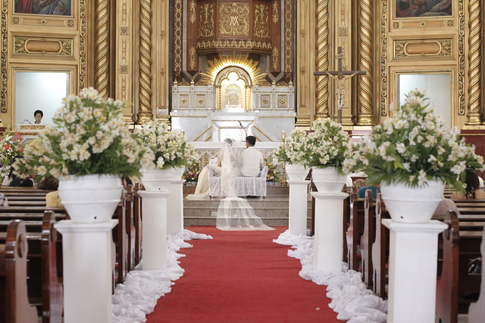 Few Ways To Decorate Wedding Ceremony Aisles