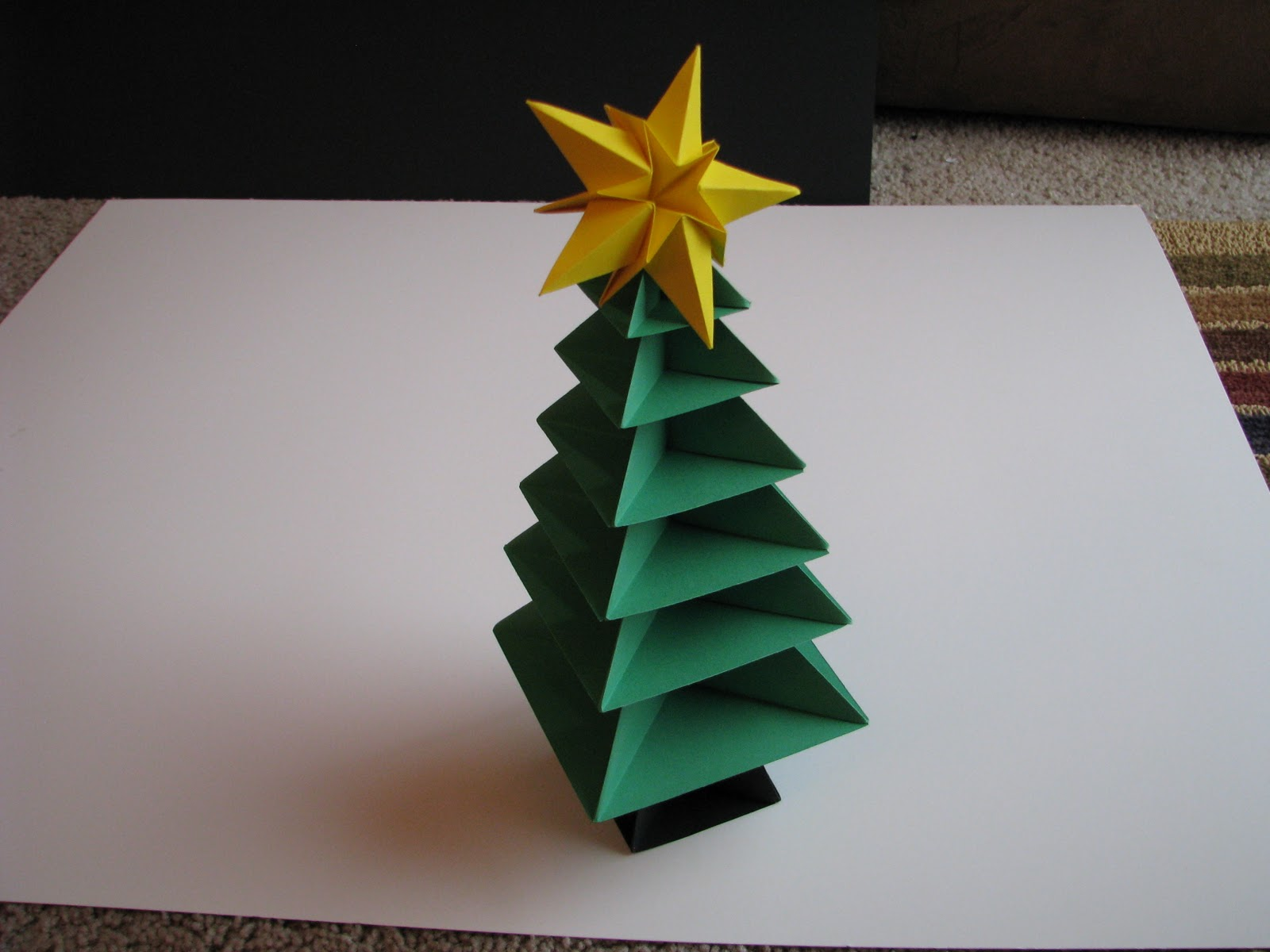 Origami maniacs christmas tree 2 for Decoration origami