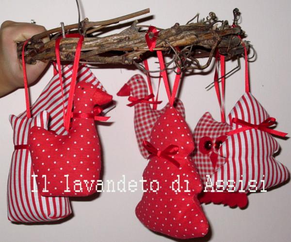 Idee Segnaposto Matrimonio Natalizio : Decorazioni albero di natale originale con palline fai da