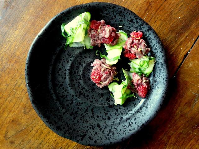 http://emancipations-culinaires.blogspot.com/2015/09/tartare-de-canard-aux-framboises.html