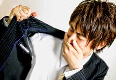 10 Hal Penyebab Bau Badan dan Bau Mulut