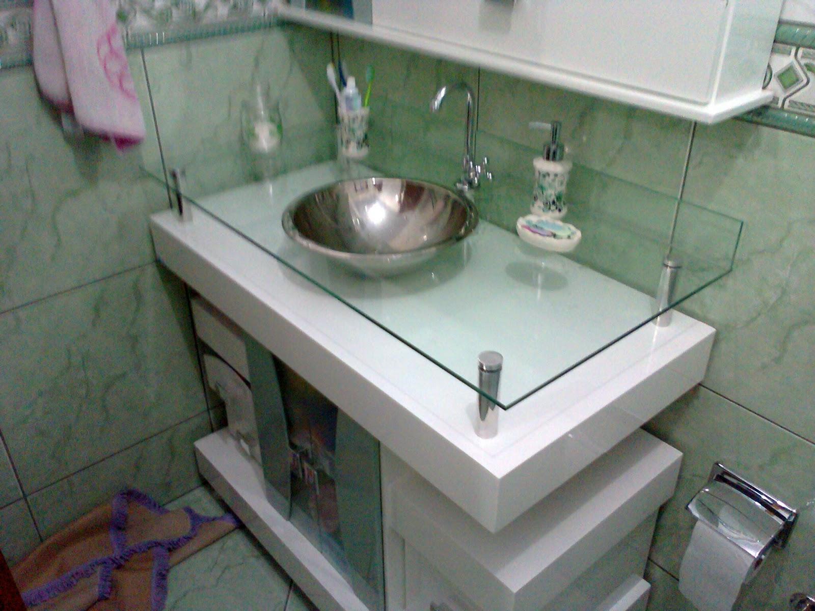 Banheiro em detalhes verdes: piso na diagonal azulejos na vertical e  #594641 1600x1200 Azulejo Banheiro Vertical Ou Horizontal