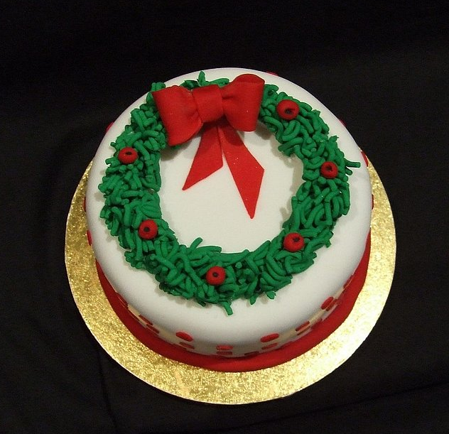 Beauty and the best christmas cakes for Decoration ideas for christmas cake