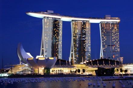 http://3.bp.blogspot.com/-qmXW3yxUMKg/T6QFrnuUPTI/AAAAAAAAC3c/EMoIMBPAGYM/s1600/Marina-Bay-Sands-Hotel-Singapore.jpg