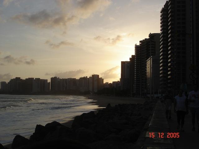 Nascer-do-sol na Av. Beira-Mar, foto minha, em 15Dez2005