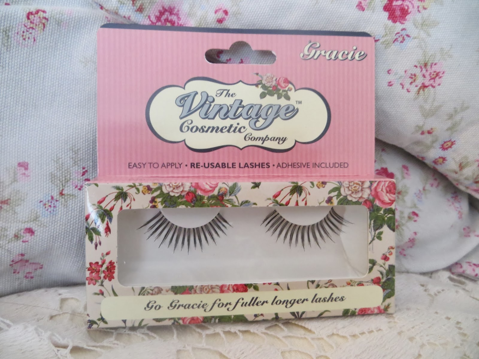 The vintage cosmetics company, false lashes, falsies, how to apply, how to apply false lashes, fake, pretty, pink, review, tutorial, 50s makeup