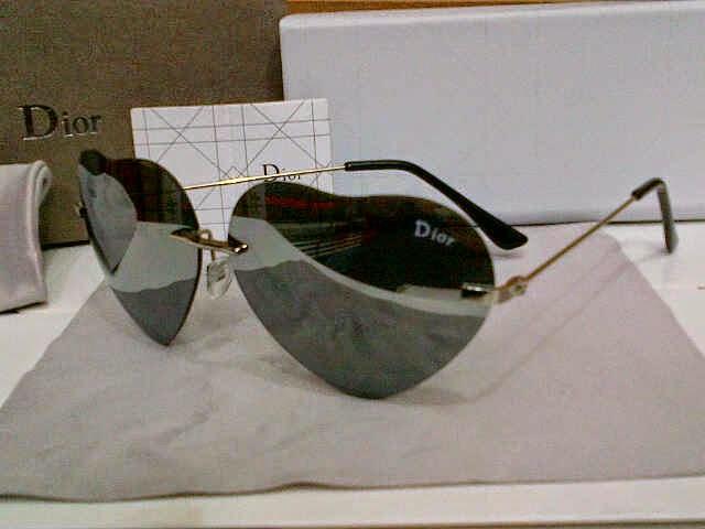 Kacamata Dior Love Hitam