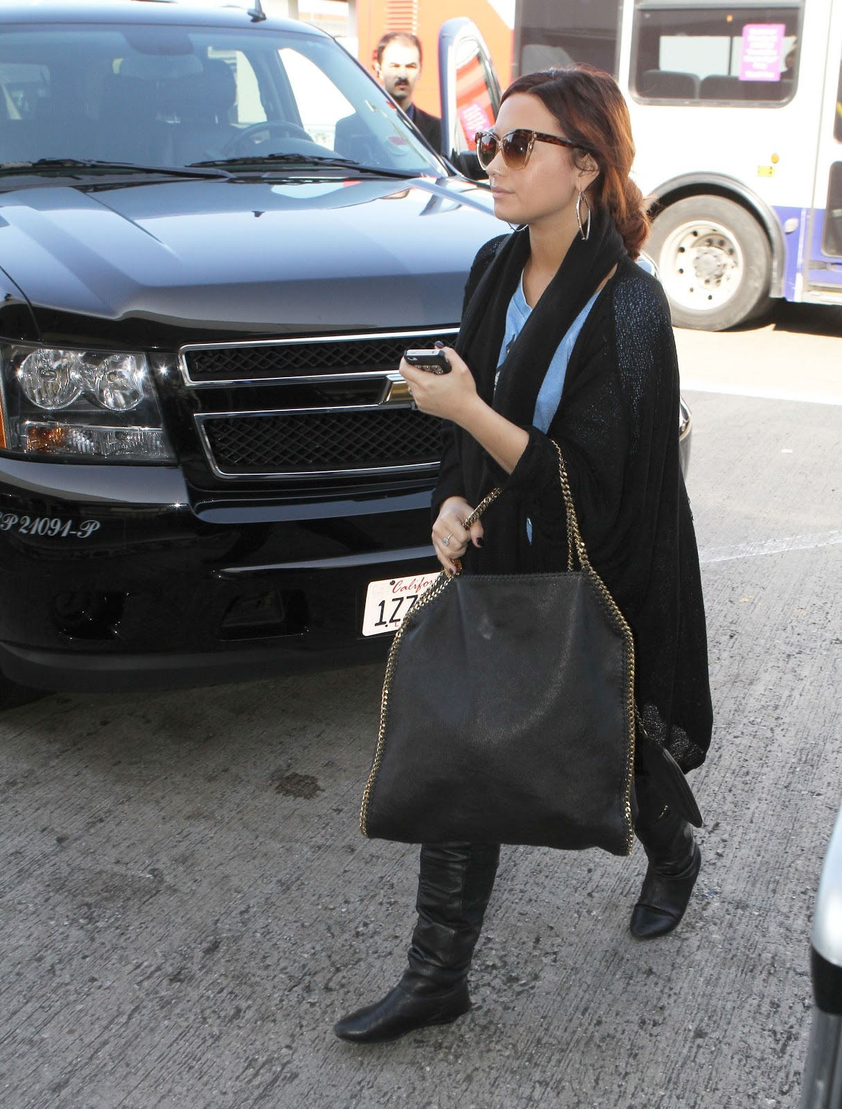 http://3.bp.blogspot.com/-qn2N1rqRll4/Tvr6lRlg-5I/AAAAAAAAQd0/2llJWlC_Prs/s1600/CU-Demi+Lovato+arrives+at+LAX-03.JPG
