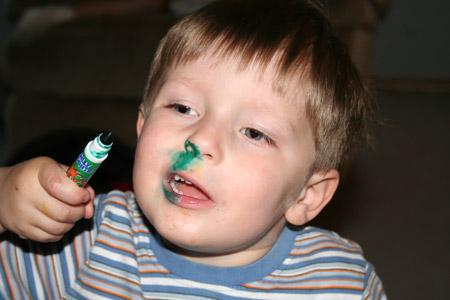 http://3.bp.blogspot.com/-qn4nmRaXxJk/T1PMxgWUstI/AAAAAAAACHw/dCxxl1IkPKo/s1600/sniffing+markers+scented+marker+sharpies+get+you+high.jpg
