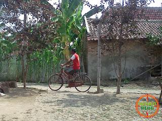 Naik Sepeda Onthel