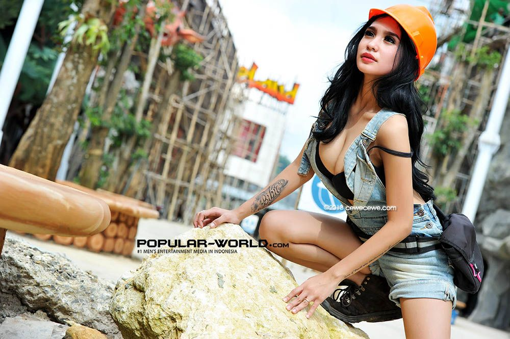 Foto Artis Model Bibie Julius Majalah Popular 2013