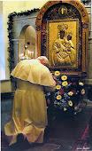 Молитва блаженного папи Йоана Павла ІІ перед Чудотворною Іконою в 2001 році Б.