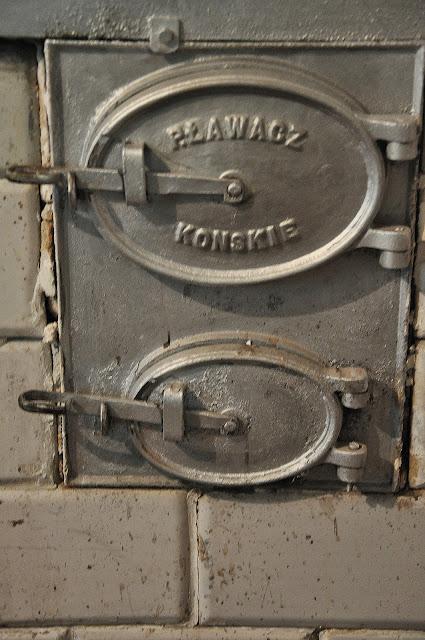 Z moich wędrówek po regionie - tu byłem w domu (dawnej austerii) przy młynie we wsi Piasek. Często spotykam wyroby firmy Ławacz. Foto. KW.