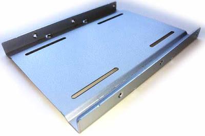 CSSD-S6T256NHG6Q付属の2.5-3.5変換マウンタ― (SSD を設置する方の面)