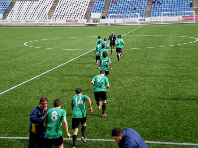 Players entering the pitch one by one