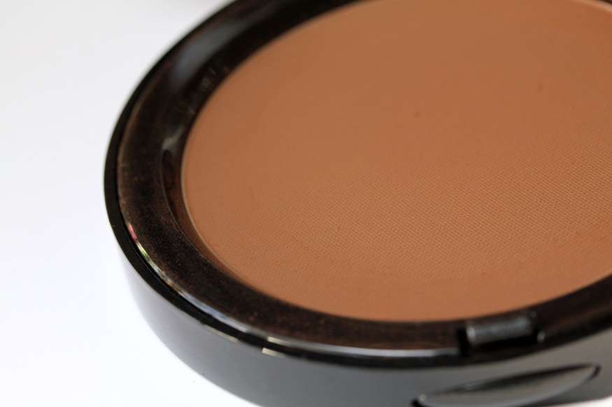 What it is: An award winning bronzing powder with golden shimmer. What it does: These buildable bronzing powders with golden shimmer create all-over warmth or contour for the face for the ultimate, healthy, sunkissed glow.