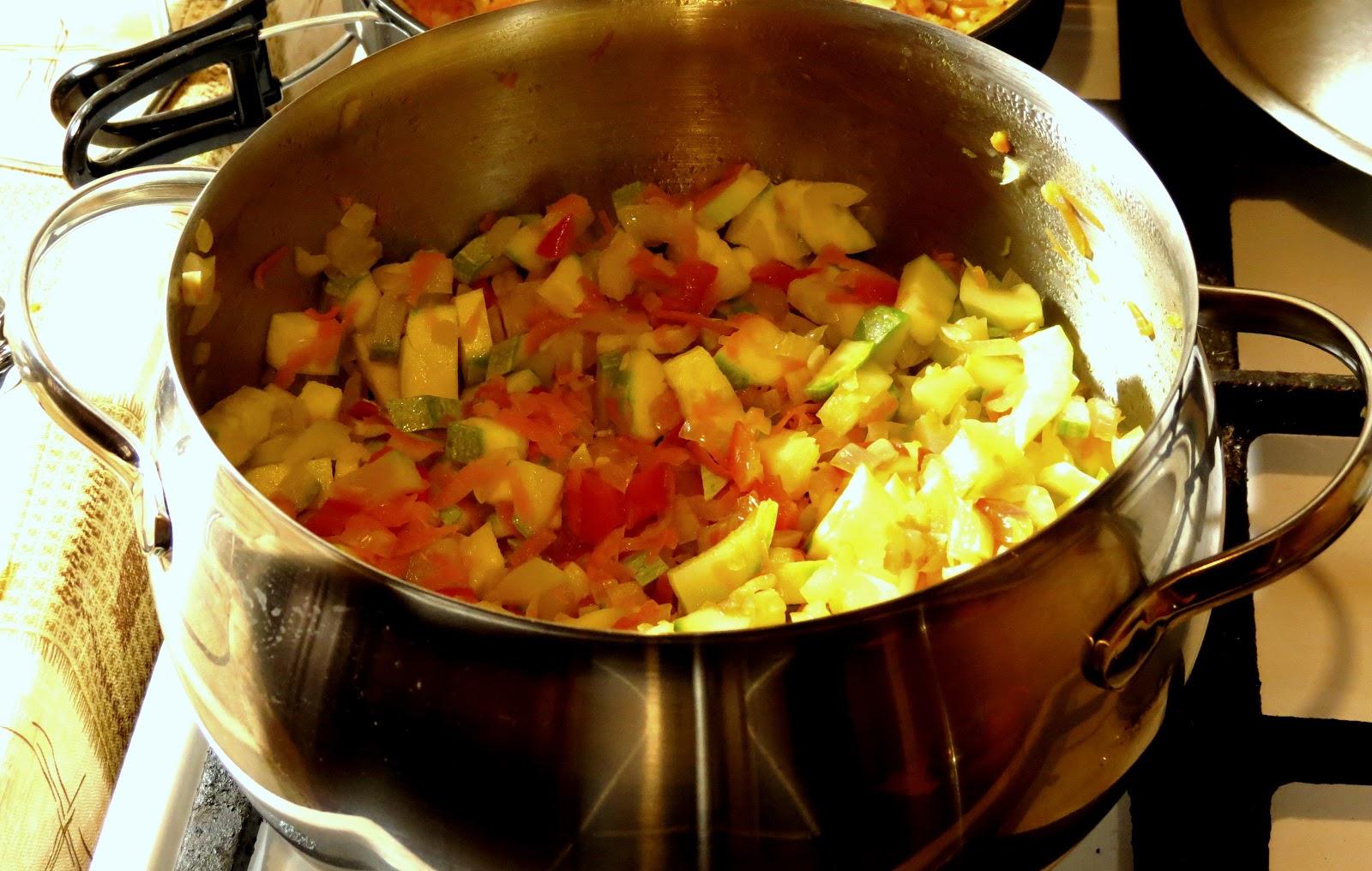 Кабачки тушеные с овощами и яйцом пошаговый рецепт