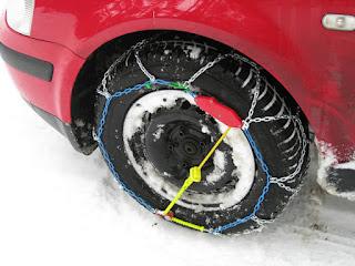 Cómo colocar las cadenas de nieve para el coche.