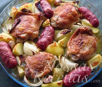 receita de frango assado com linguiça e cebolas