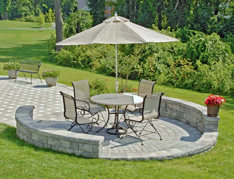 Paver patio ideas ayanahouse for Small stone patio ideas