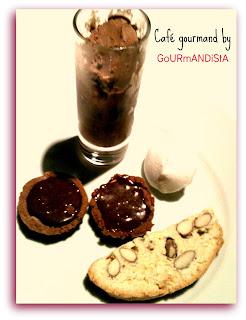IMage Café gourmand by GoURmANDiStA : croquants aux amandes, Tartelettes au Toblerone, meringues et glace brownie