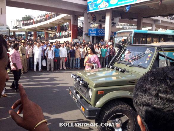 The crowd looks on as Veena Malik gets out in a Light blue and pink sari - Veena Malik Bangalore photos