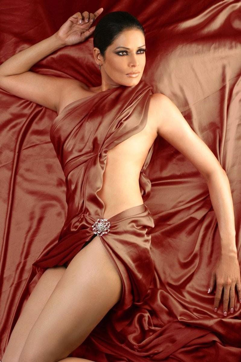 Demi lovato bikini 2010