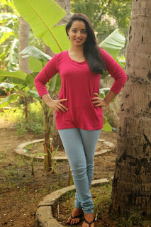 Malavika Menon Pictures in Jeans at Vizha Movie Press Meet ~ Celebs Next