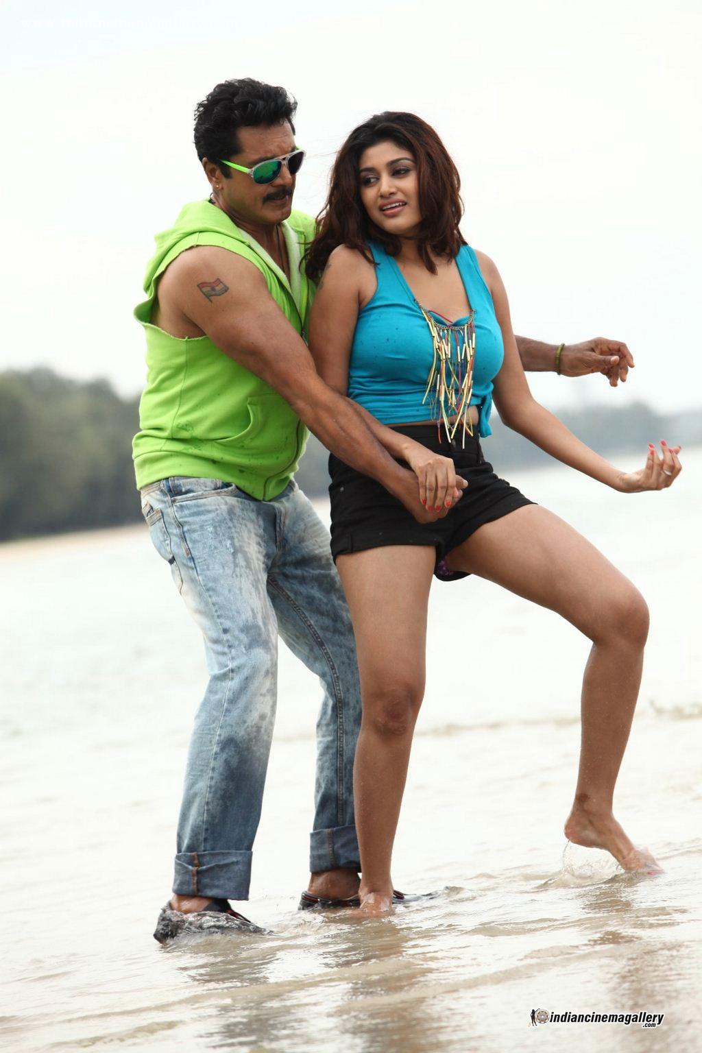 Oviya latest hot navel show photos from Sandamarutham « Mallufun.com