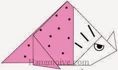 Bước 8: Vẽ mắt, sừng, vân để hoàn thành cách xếp con khủng long ba sừng Triceratops bằng giấy origami đơn giản.
