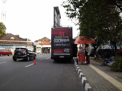 Bus DS RockAdventure 2013 bersama Burgerkill di Jogja
