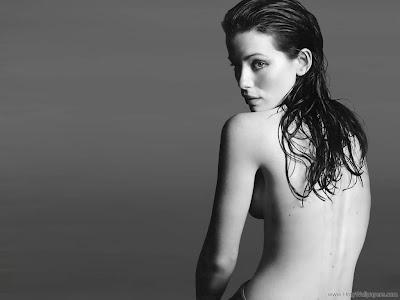 Kate Beckinsale Looking Glamorous