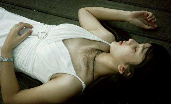 Artis Cantik Leona Agustine