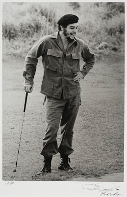 Ché Apoyando al Baston de Golf (1959) by Korda