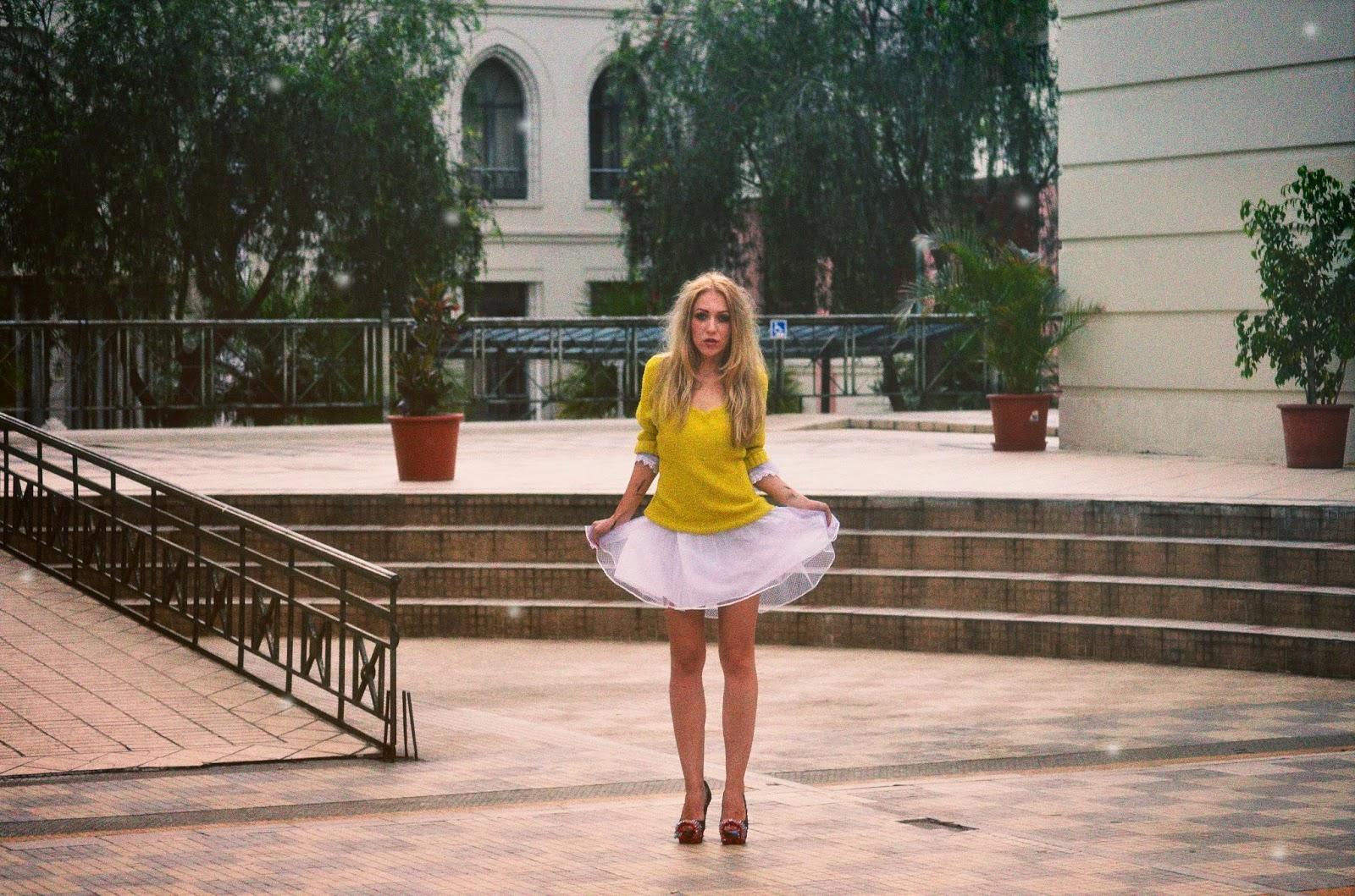 como combinar el color amarillo en ropa