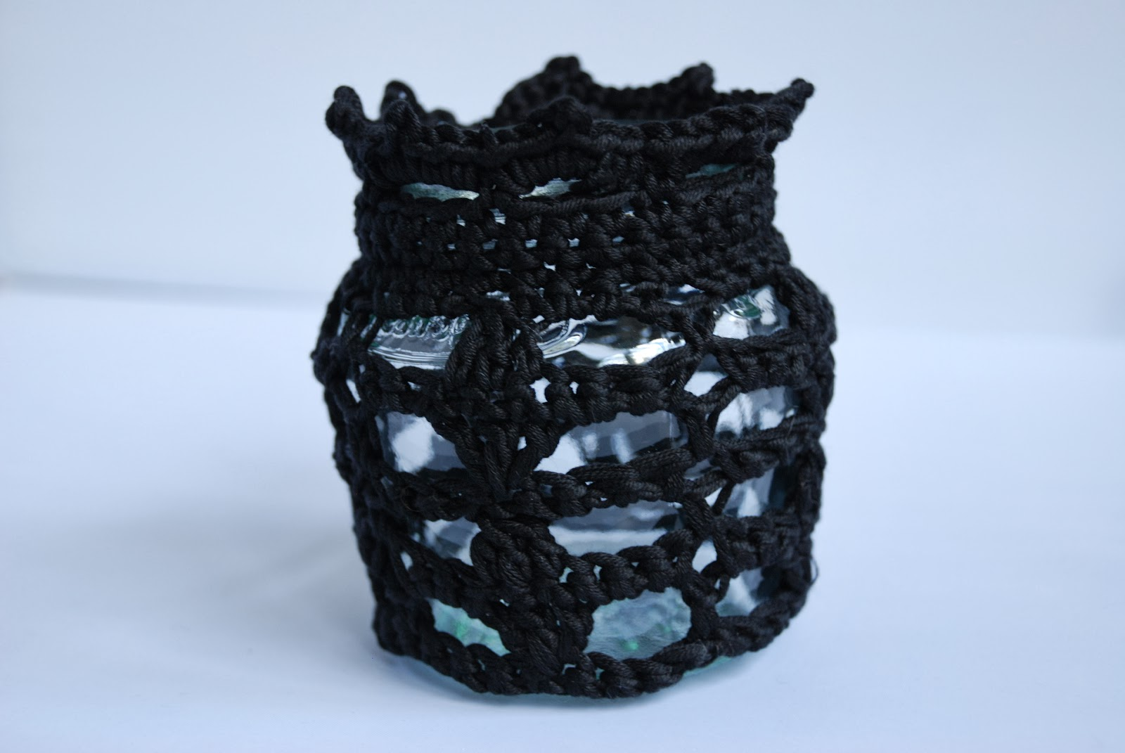 Crochet votive jar cosy pattern and tutorial: image of crochet jar cosy