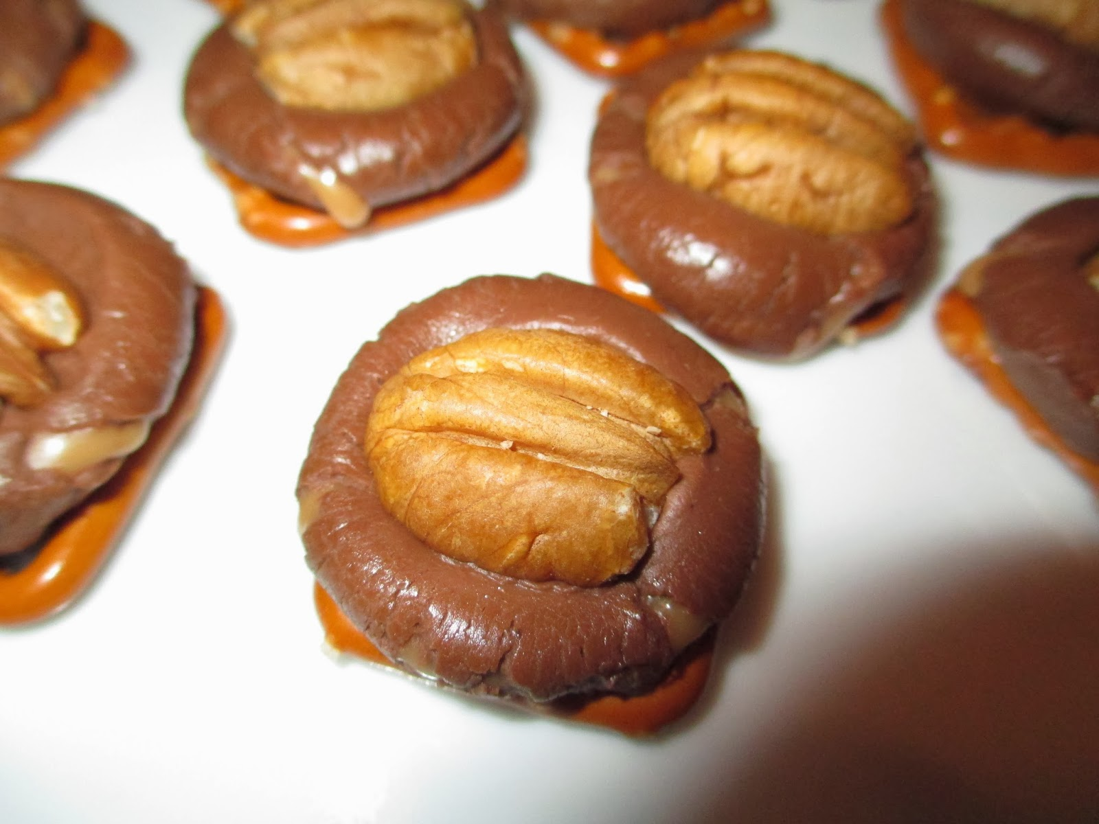 Loving Life: Rolo Pretzel Turtles