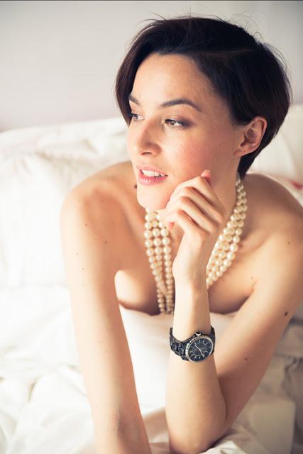 Trong lần tình cờ tham gia diễn xuất trong một video quảng cáo, nữ người mẫu quyết định theo học về diễn xuất tại Viện Lee Strasberg (New York).