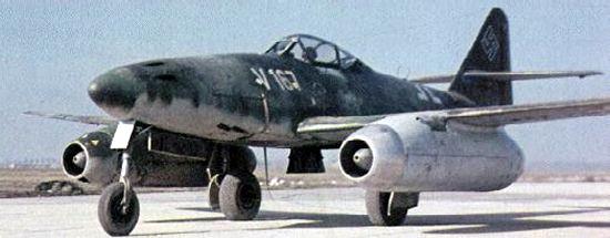 Мессершмитт Me.262 «Schwalbe» (с нем. ласточка) – немецкий реактивный истребитель времен Второй мировой войны