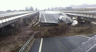 Autovía A7 derrumbada por las lluvias