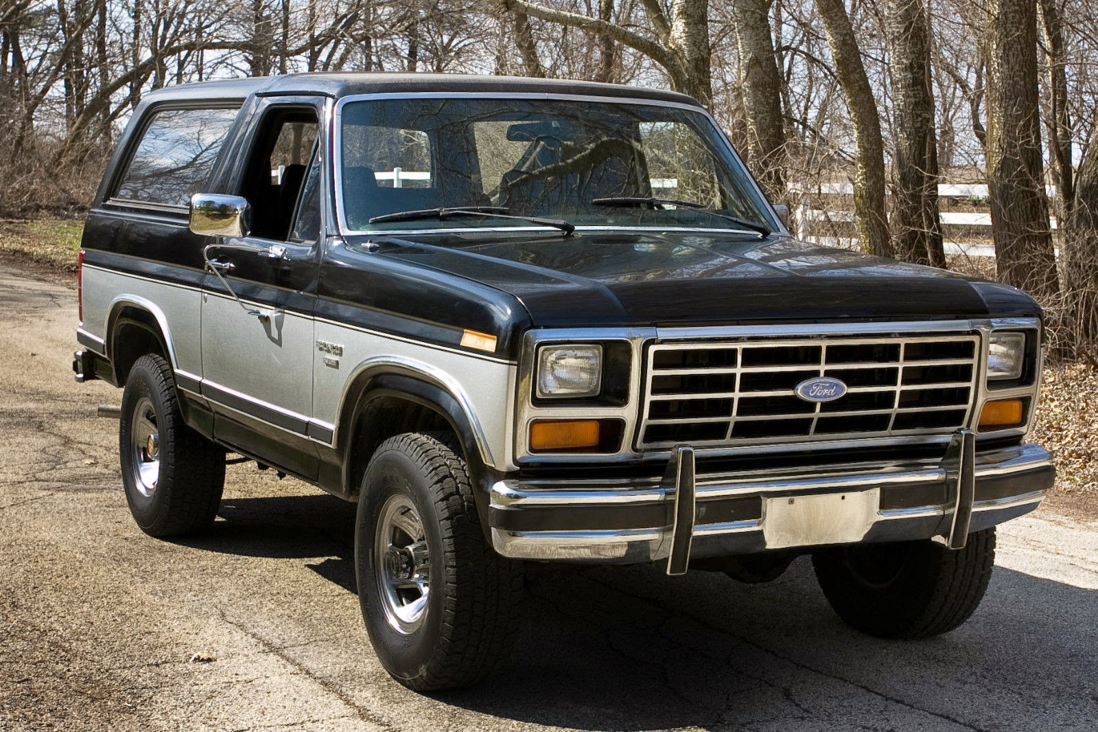 all american classic cars 1983 ford bronco xlt 4x4 2 door suv. Black Bedroom Furniture Sets. Home Design Ideas