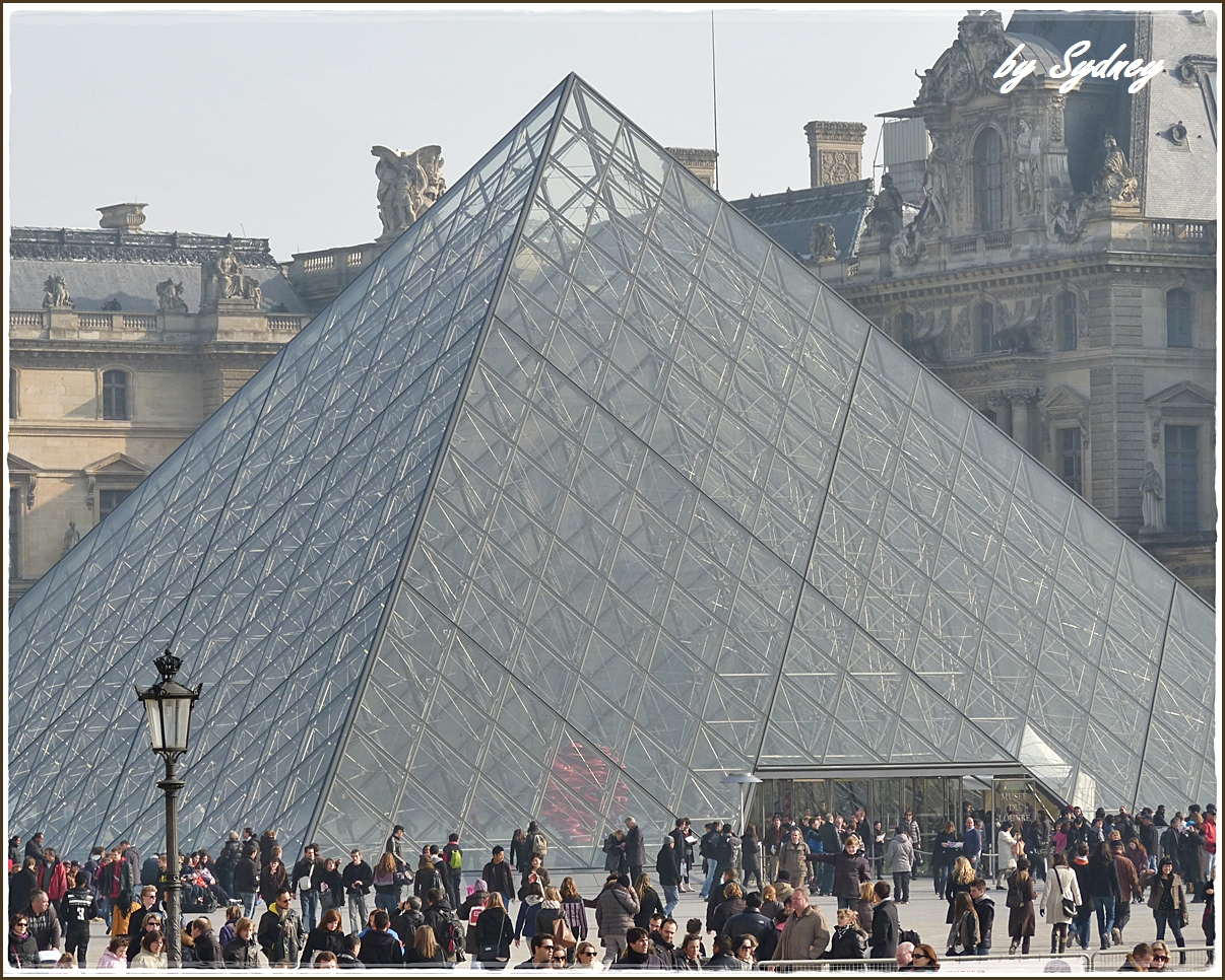 Here and there in france paris by bus louvre palace and the glass pyramid - Architecte pyramide du louvre ...